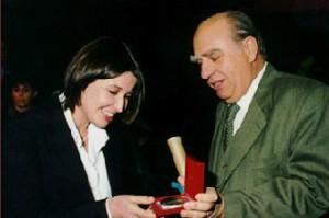 Recibiendo-premio-de-sanguinetti